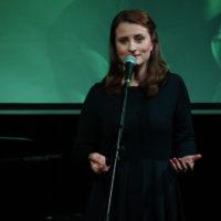 Lena Piękniewska: Coś przyjdzie - miłość lub wojna